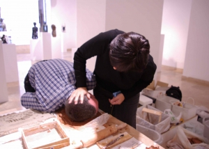 Esta installacion consistio en montar un muro con ladrillos cargados d'emprentas de la gente inspirandome del muro millenario de la ciudad de Tarragona cargado de la vida de generaciones de hombres y mujeres que han vivido a su lado.