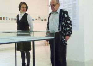 Korespondaz Bizot Kolar Prague National Gallery. Actors perform the reading of  letters sent by Beatrice to Jiri in 1986 1987